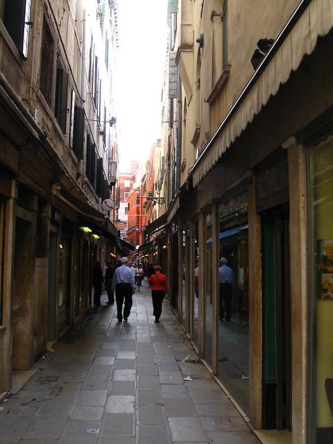 ヴェネツィアの街角のフリー写真素材
