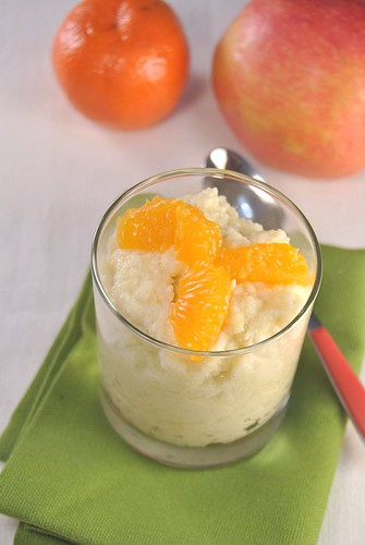 Apple dessert with clementines