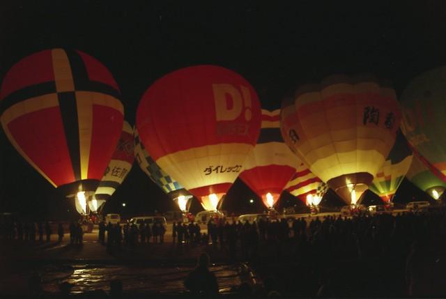 夜の気球のフリー写真素材