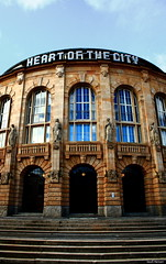 heart of the city - freiburg stadttheater (Kevin Merkert) Tags: life door city blue sky sun canon reflections germany eos theater kevin day heart spiegel eingang tag citylife himmel style stadt persons blau freiburg sonne stadttheater strairs personen tren treppen tore stadtleben merkert 1000d starturen