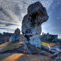 Ogrodzieniec # 2 - vertorama (Mariusz Petelicki) Tags: castle rock ruins jura hdr zamek newvision riuny ogrodzieniec podzamcze skaa vertorama mariuszpetelicki peregrino27newvision