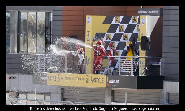 Regándose con champán en el podio de MotoGP