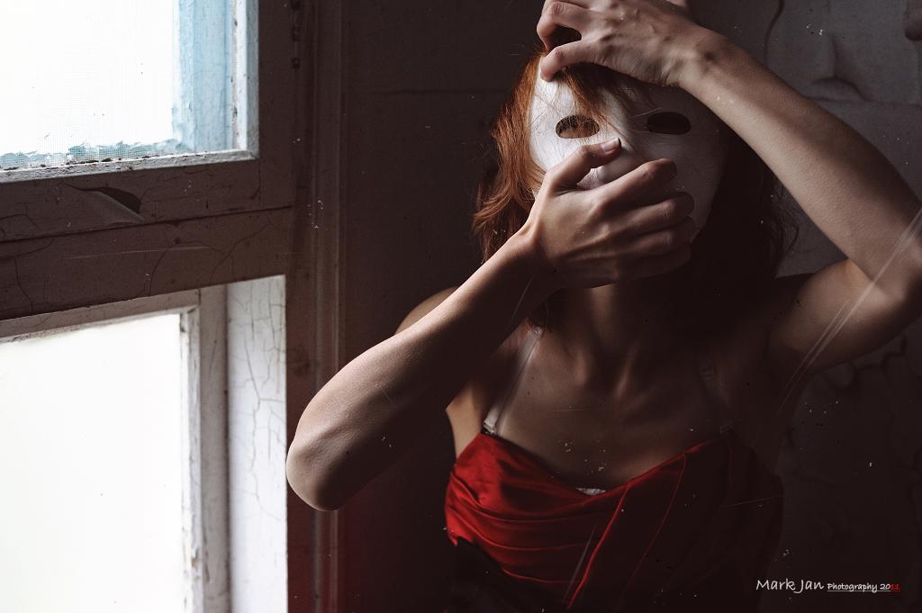 - The Mask - Sandra
