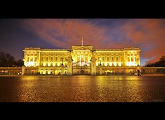 Buckingham Palace (raghavvidya) Tags: park uk travel england sky green london night project nikon long sigma charles prince palace victoria queen explore 365 1020mm buckingham explosure project36558 d300s raghavvidya