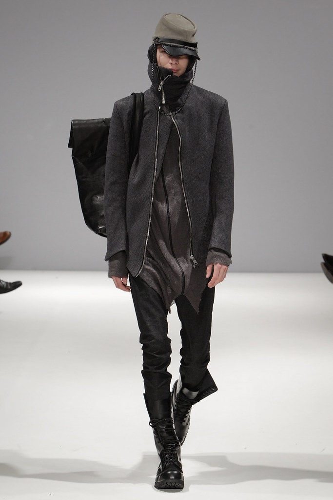 Jaco van den Hoven3191_FW11_London_Ones To Watch - Asger Juel Larsen(VOGUEcom)