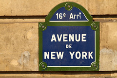 M21162_AvenueNewYork_Paris (aamengus) Tags: paris france streetsign tokio nomenclature etatsunis triangledor 16earrondissement voirie ef300mmf4lisusm avenuedenewyork eos7d xviearrondissement panneauderue