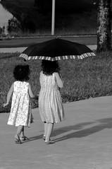 (Fandrade) Tags: brazil bw brasil umbrella child pb criança brasilia sombrinha
