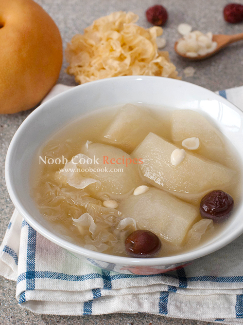 Snow pears with fungus and pork ribs soup