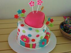 Topsy Turv - Bolo Torto (Confetti & Cupcakes) Tags: pink cupcakes pasta confetti americana bolo margarida topsy colorido gostoso drika andares torto novaes decorado gostosos decorados turv confettiecupcakes