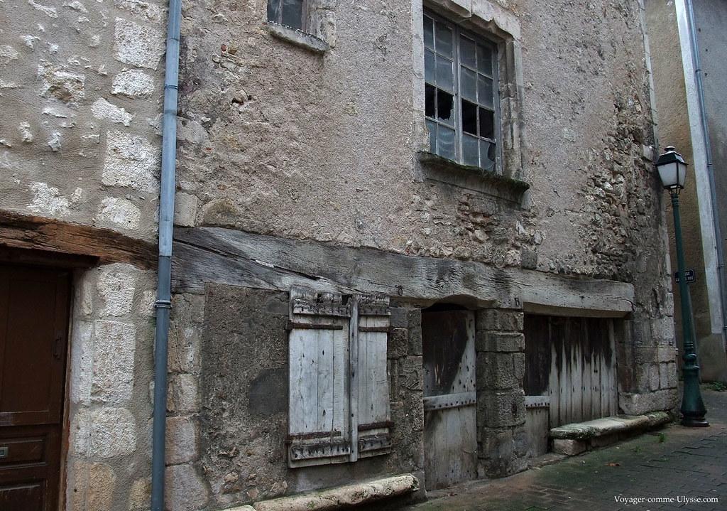Vieille maison de ville à l'abandon