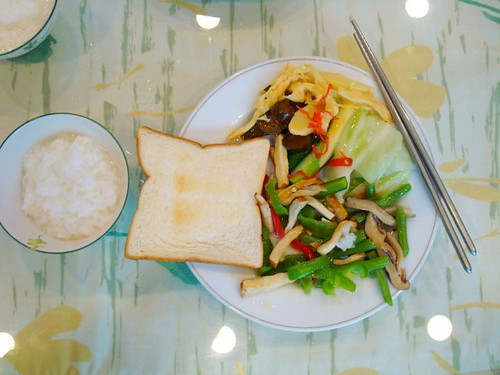 Hotel breakfast with congee (粥), toast, veggies and tofu (豆腐)
