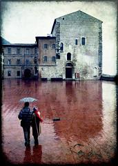 pioggia (fotobananas) Tags: rain umbrella saturday piazza pioggia umbria cliche gubbio hcs fotobananas
