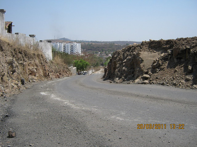 Steep, Narrow and Kacha Road to upcoming residential projects in Bavdhan Budruk - 6