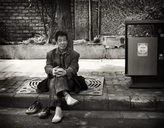 Foot Rest (Rob-Shanghai) Tags: street people blackandwhite bw streets asia shanghai  leicam8 elmarit28f28