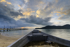 Tinggalan Jerejak (<Pirate>) Tags: jerejak jetty sunrise october 9th 2016 colors sea water boat island resorts rock nature landscape waterscape wonderful penang long ecposure haida nd30 nd 10stop pro glass gnd 6hard bayan lepas malaysia