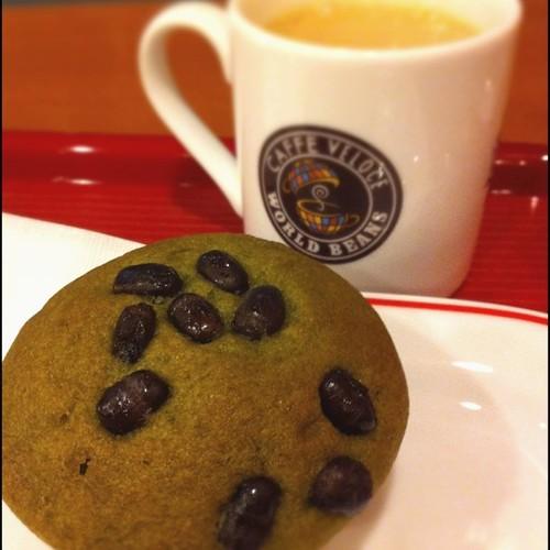 抹茶マフィンと、ホットカフェオレ green tea muffin
