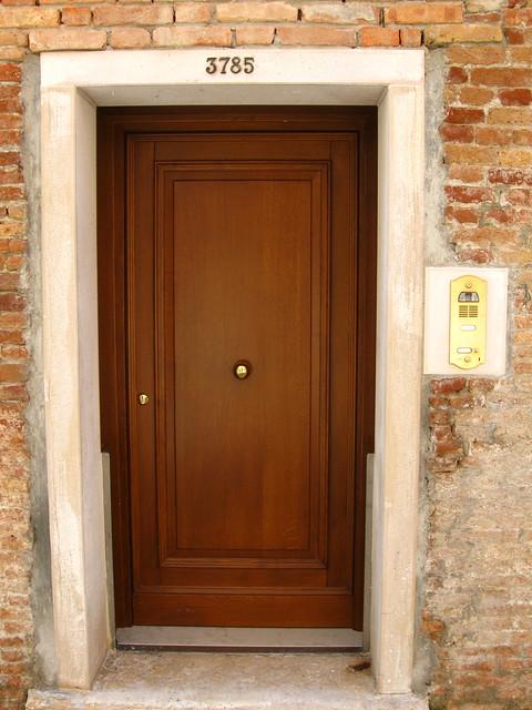 扉のフリー写真素材