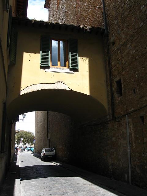 フィレンツェの路地のフリー写真素材