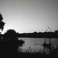 The River (António Bandeira) Tags: bw 6x6 film monochrome rolleiflex mono blackwhite pb negative epson filme automat pretobranco v500 ilfordilfotechc epsonv500 film:iso=100 adoxefkechsart modelk4a antóniobandeira developer:brand=ilford film:brand=adoxefke film:name=adoxefkechsart100 developer:name=ilfordilfotechc filmdev:recipe=6290