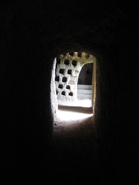 地下ワイン工場跡のフリー写真素材