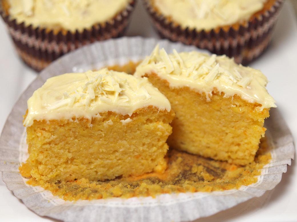 Flourless orange cupcakes - Inside