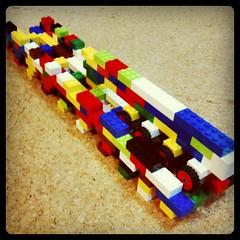 父子合作 ゆりかもめの線路と車輌。わかりにくいけど、車輌にはタイヤが付いてます。