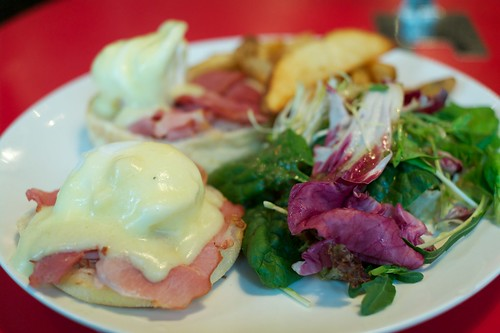 egg benedict with ham at epoch, quarry bay