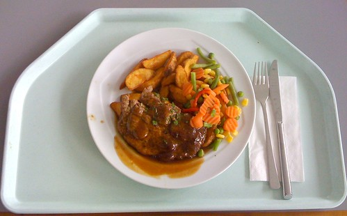 Pfeffersteak vom Schweinenacken mit Kartoffelecken & Gemüse / Pepper steak with potato wedges & vegetables