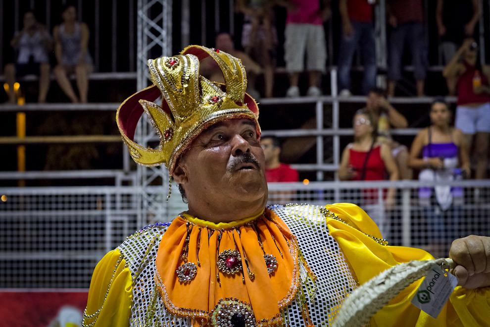 """Ernesto """"Papacho"""" Giménez, El Rey Momo, elegido por el público este año, abrió la 3ra Ronda del Carnaval Encarnaceno. (Tetsu Espósito - Encarnación, Paraguay)"""