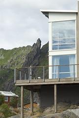Vestfjordsuitene med Svolvrgeita (Svinya Rorbuer) Tags: lofoten utsikt hotell svinya