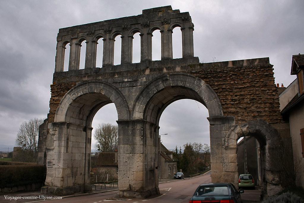 Les deux grandes arches étaient reservées aux chars, les deux petites aux piétons