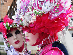 Venice Carnaval 2011 -Behind the mirror (Dora Joey) Tags: pink venice lady reflections mirror mask rosa carnaval venise carnevale venezia riflessi venedig specchio eventi masques karnaval maschere veneto deguisements bestcapturesaoi pinkladypinkandwhite venicecarnaval2011