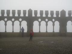 estava c um frio (*L) Tags: sintra chuva pena frio turistas nvoa
