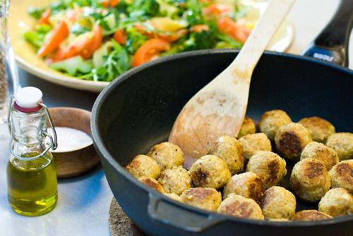 Vegetariska bullar med sallad. Foto: Dominique Forssman, Middagsfrid