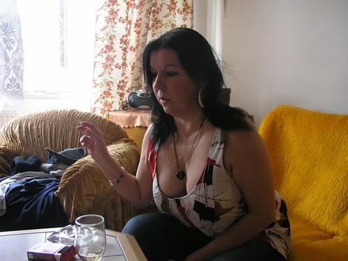 Тощая тайка с татуировками трахнута в номере и залита кончой