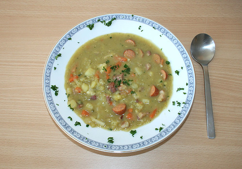 42 - Erbsensuppe mit Debrecziner / Pea soup with sausages - fertiges-Gericht