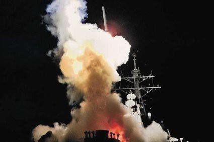 11c20 ABC Foto US Navy Lanza misil sobre Libia Estalla guerra Sin pie