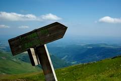 C'est par là (Julien Couty) Tags: nature sign panneau cantal lelioran plombducantal k200d