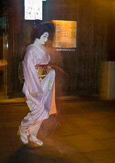 Geisha en Gion, Kioto (Lau_chan) Tags: japan maiko geiko geisha kioto japon hanamachi