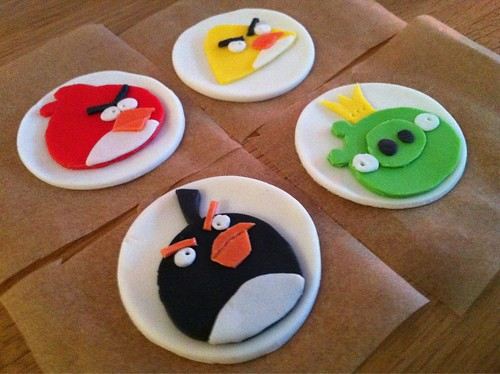Making of... Angry Birds cupcakes.