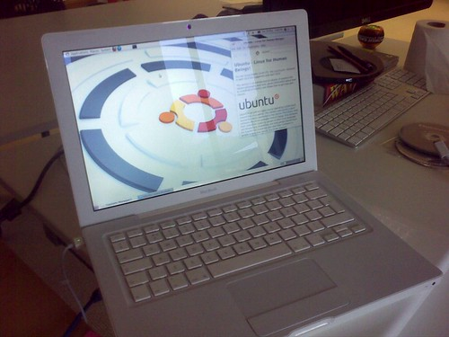 Ubuntu Linux on a white Macbook