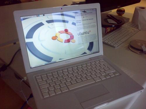Ubuntu Linux on a white Macbook