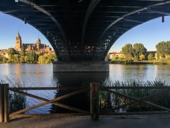 Under the bridge (jc.mendo) Tags: jcmendo apple iphone6 iphone salamanca rio river tormes puente bridge under bajo catedral cathedral