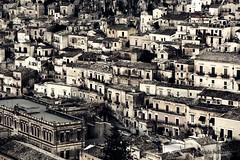 Modica: Panorama... (Mario Pellerito) Tags: canon eos 60d 18135 mariopellerito modica barocco sicilia sicily sicilie italia italy italie art unesco panorama landscape bw blackwhite sincity