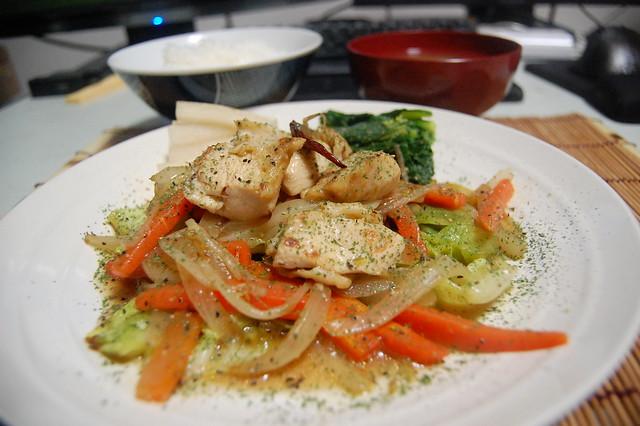 トリムネと野菜炒めのコンソメさっと煮、ちょっとカレー風味