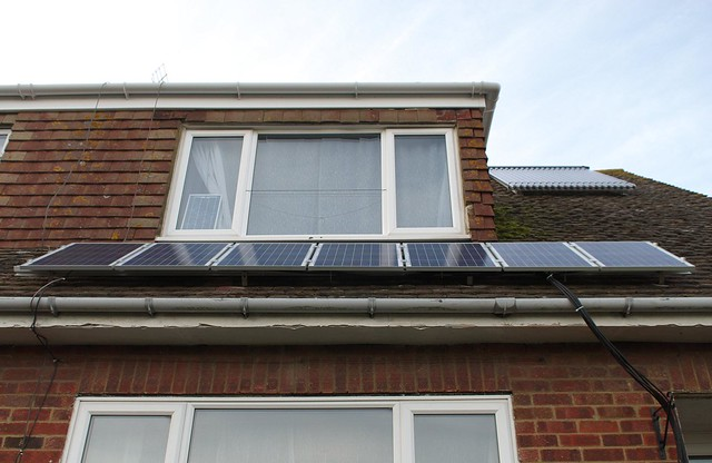 DSC_7184 Fitting solar PV