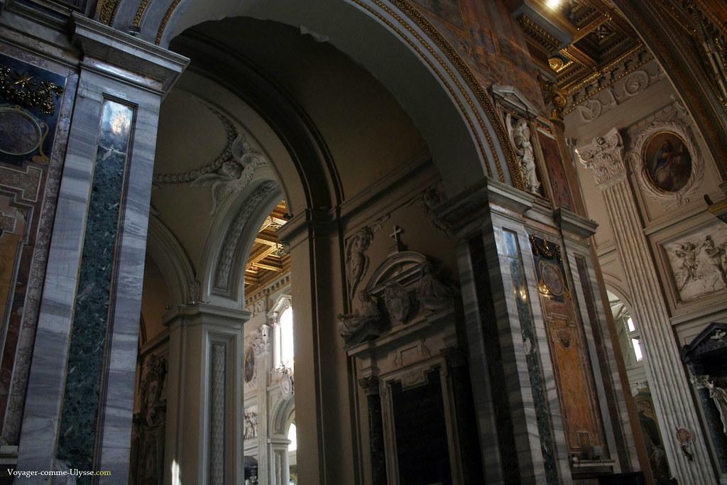 L'usage du marbre est permanent, dans cette église baroque