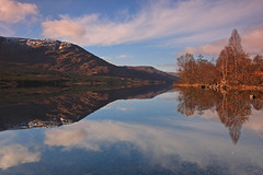 Arkaig Reflections. (Gordie Broon.) Tags: trees nature water clouds reflections landscape geotagged photography scotland scenery alba scenic escocia calm hills schottland knoydart ecosse invernessshire cloudreflections scottishhighlands gairlochy westernhighlands locharkaig strathan achnacarry canoneos40d ardechive gordiebroon achnasaul murlaggan