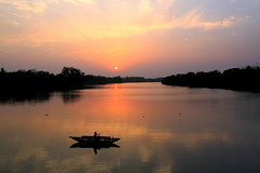 diner seshe ghumer deshe... (manwar2010) Tags: sunset people india art nature water canon river geotagged asia flickr gallery you tag award explore chrome when contacts estrellas come geo geotag picnik explored mywinners platinumphoto damodar flickraward earthasia flickrestrellas uluberia googlechrome mygearandme