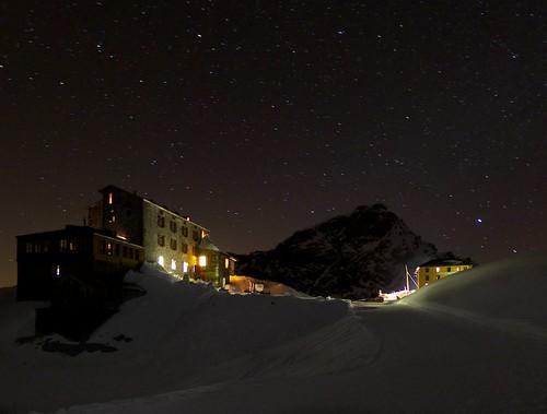 Alagnas refuges by night